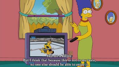 Marge Simpson menaçant d'éteindre la télé qui passe un sport de combat