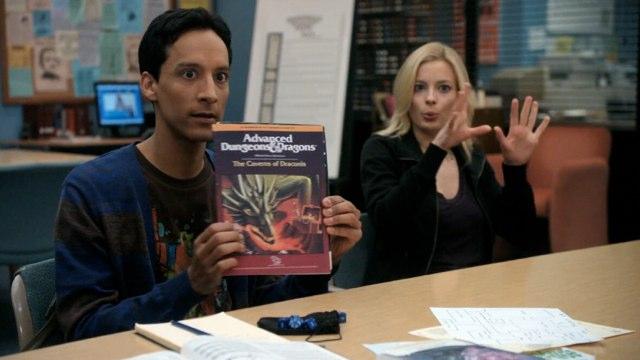 Community, série télévisée américaine. L'épisode AD&D montre les protagonistes en train de jouer une partie du célèbre JdR