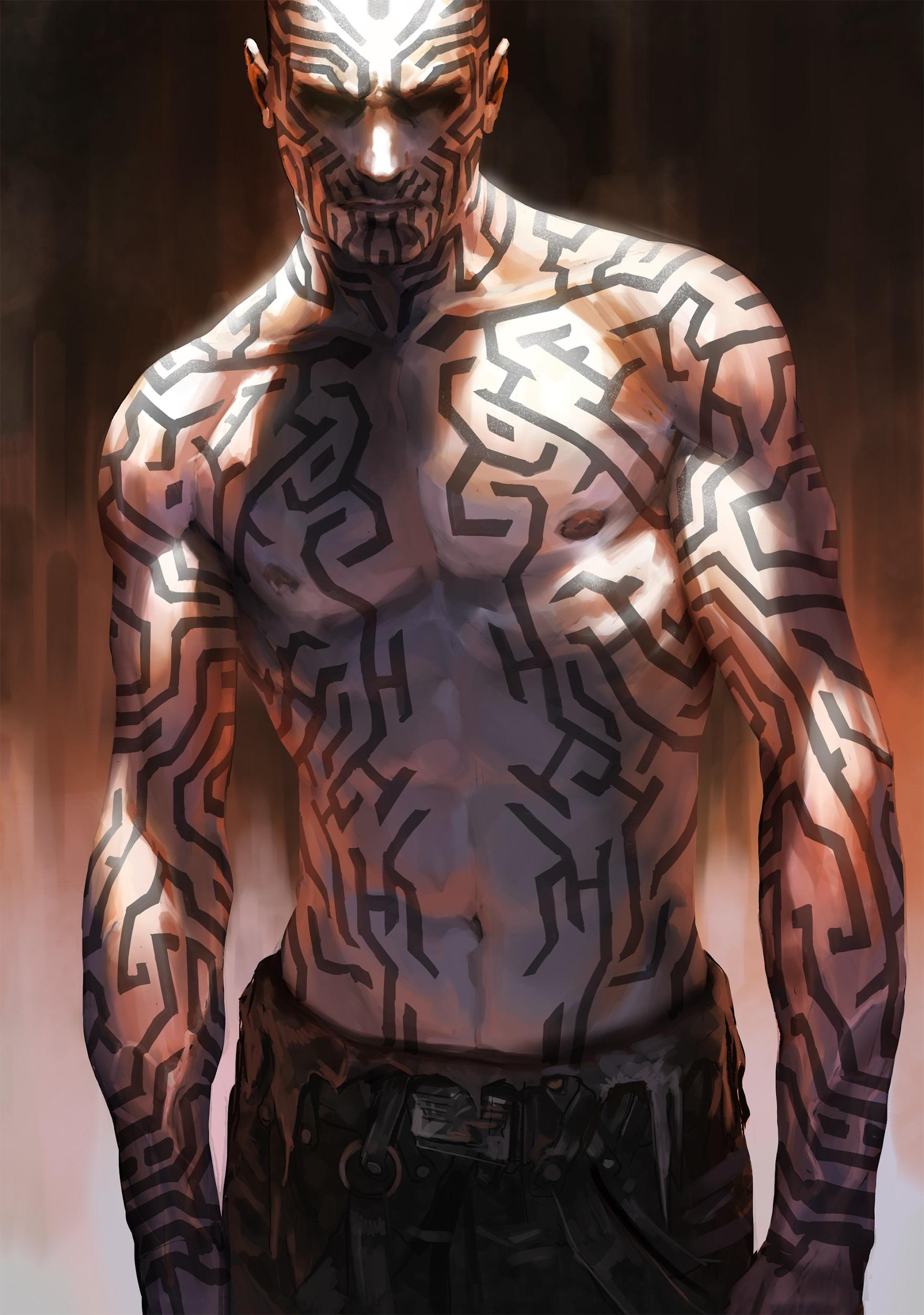 Torse tatoué d'un labyrinthe